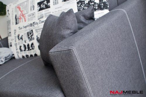 sofa z poduszkami
