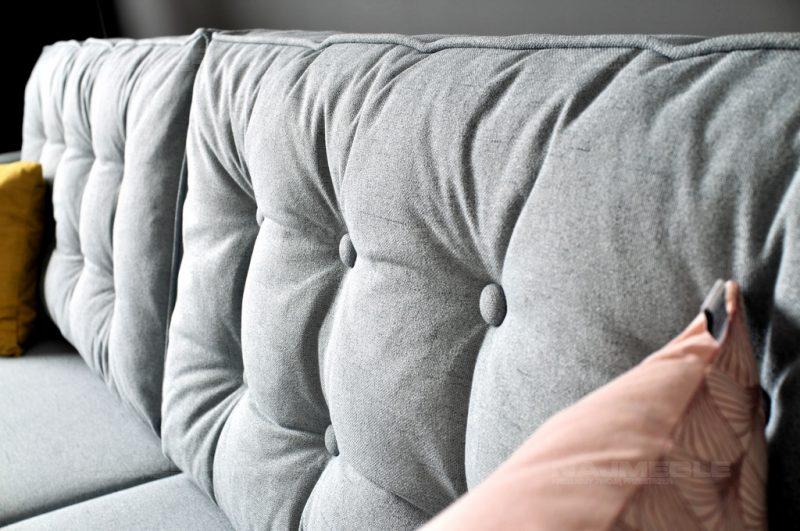sofa z poduchami