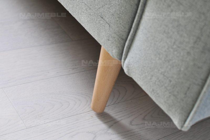 sofa na nóżkach