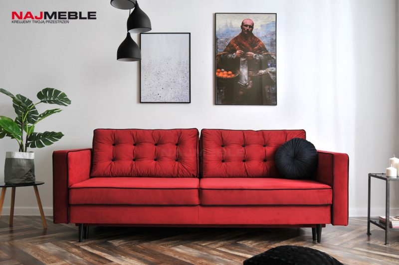czerwona sofa pikowana