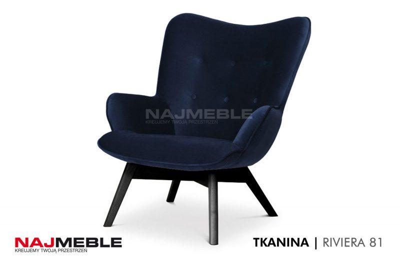 granatowy fotel welurowy