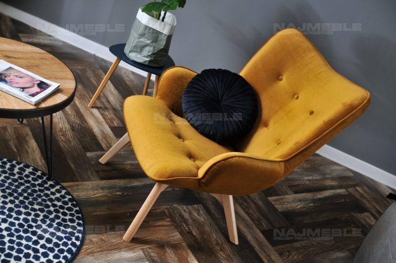 żółty fotel welurowy